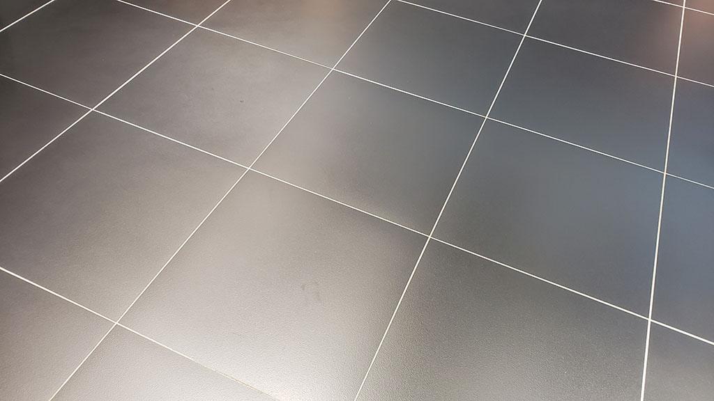 ディーラーの床に貼られていたタイル