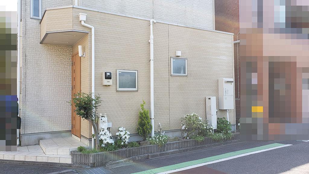 分譲地の入口にある建売住宅