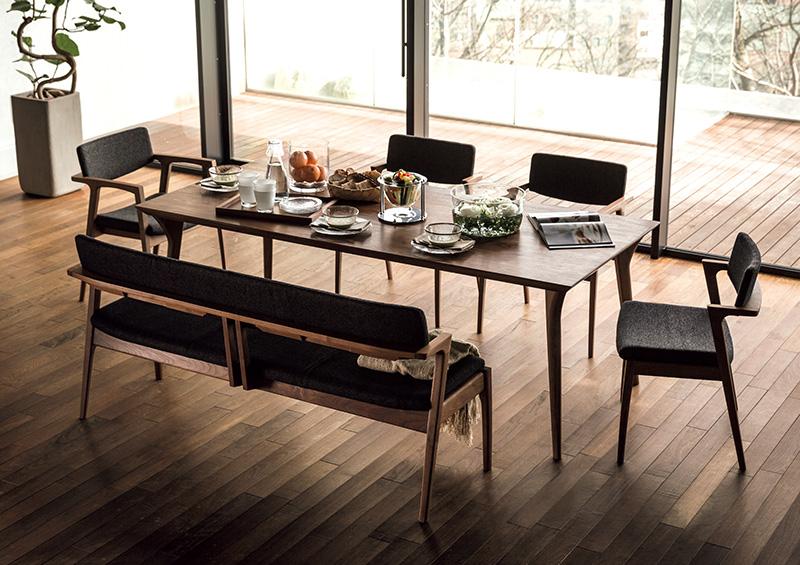 Kotiのテーブルとチェア