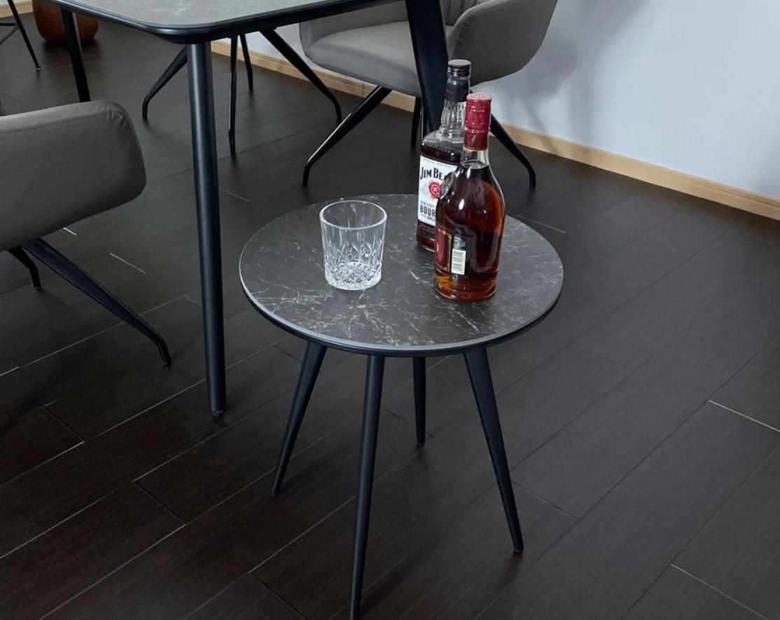 セラミックのサイドテーブル