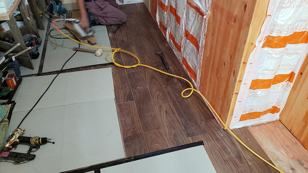 床材の施工(7月13日)
