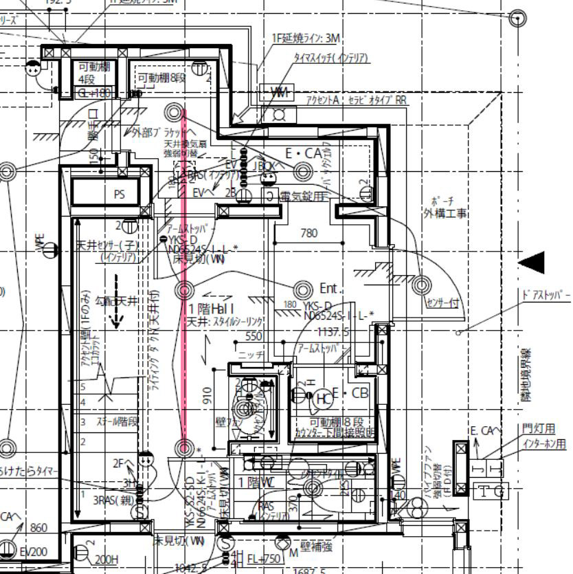 図面上はエントランスクロークのダウンライトは収納の中心