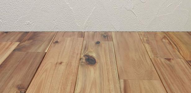 壁紙と床材の納まり