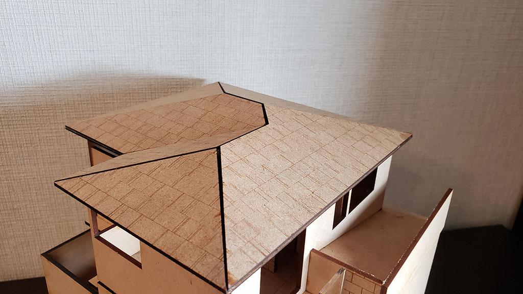三寸勾配の寄棟屋根