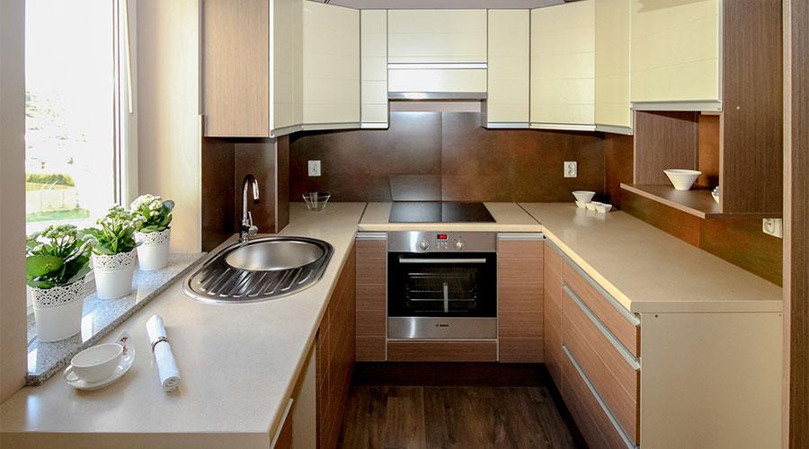 U型キッチンの例(出典:サンワカンパニー)